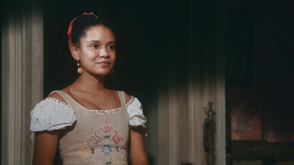Zayla (Heslaine Vieira) dirá que irá se casar com Samuel (Michel Gomes) em 'Nos Tempos do Imperador' — Foto: Globo