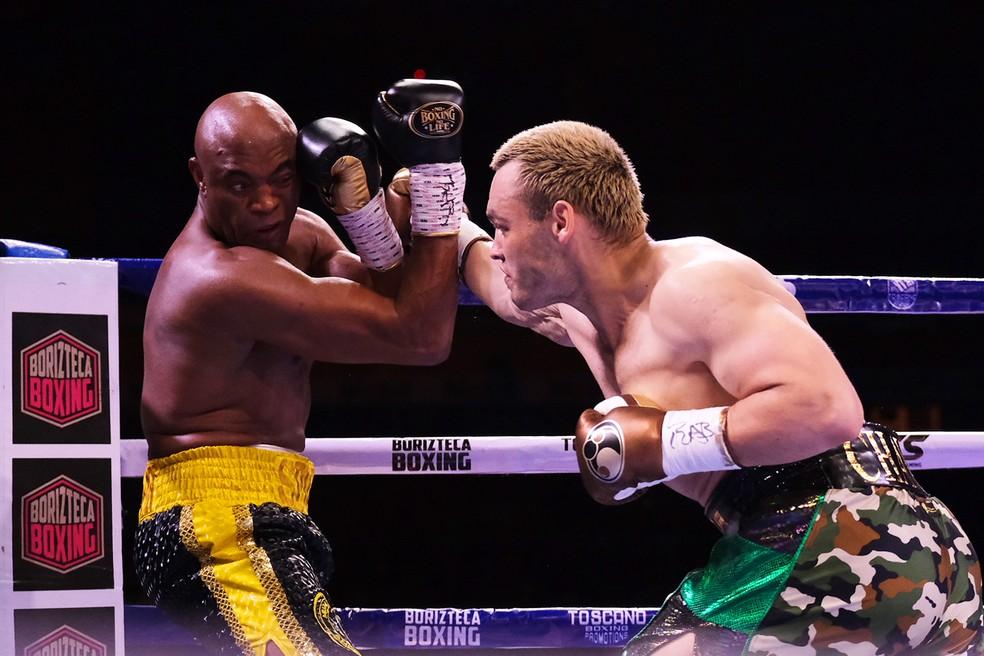 Anderson anulou mexicano e dominou a luta — Foto: Jam Media/Getty Images