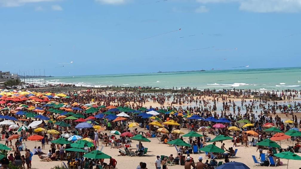 Praia do Pina, Zona Sul do Recife, lotada de banhistas no feriado da Independência — Foto: Bruno Fontes/TV Globo