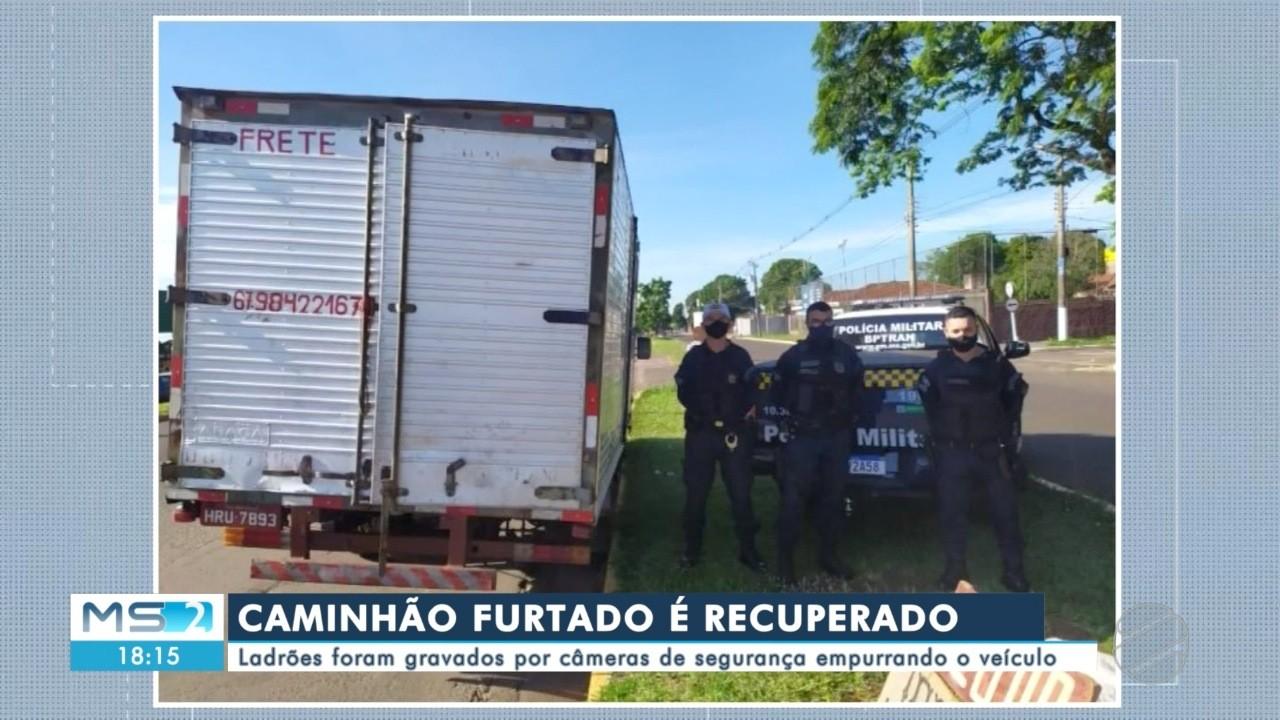 Caminhão furtado é recuperado; câmeras de segurança registraram momento do crime