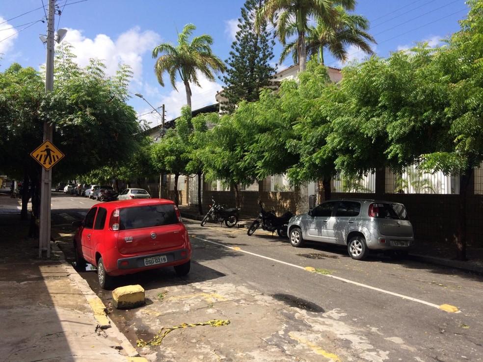 Estudante foi morto na porta da faculdade em Fortaleza — Foto: João Pedro Ribeiro/TVM