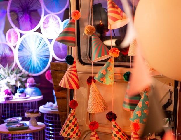 Chapeuzinhos pendurados fizeram a diferença nessa festa com tema Circo (Foto: Reprodução Instagram/Meraki Consultoria Criativa)