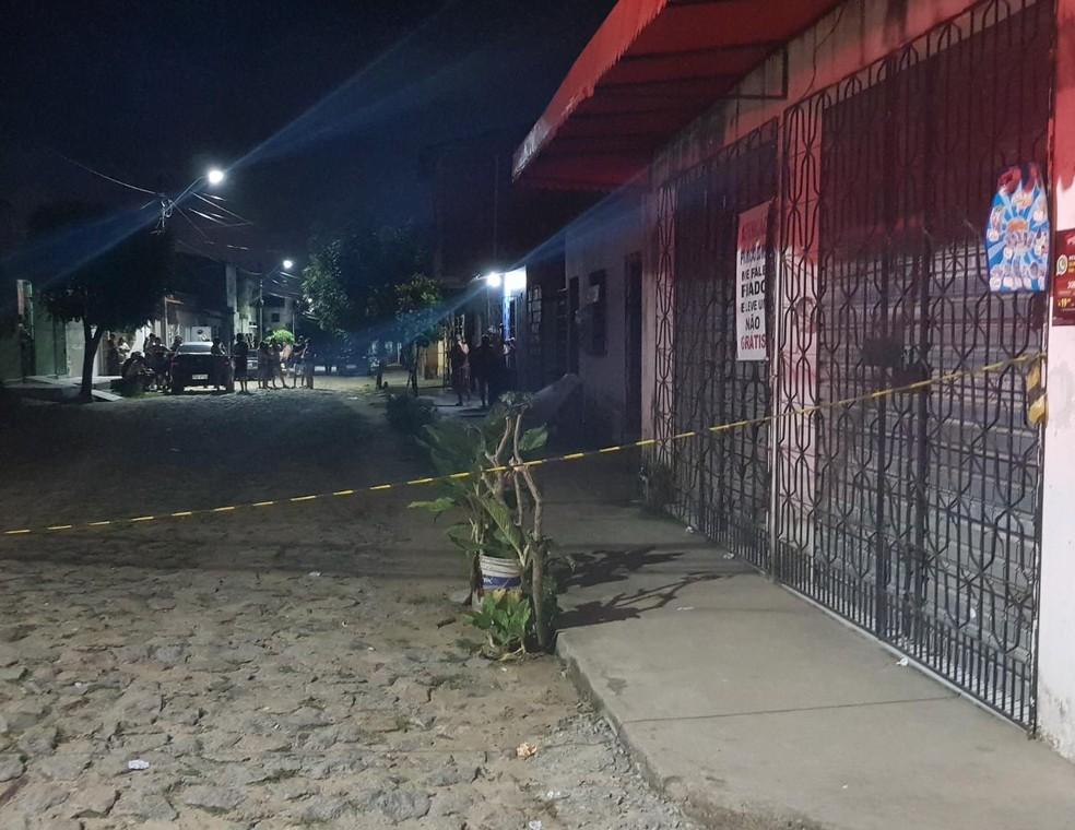 Minutos antes do crime, a vítima foi abordada por suspeitos que perguntaram de onde ele era — Foto: Rafaela Duarte/ Sistema Verdes Mares