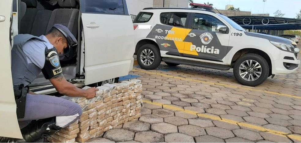 Ocorrência foi encaminhada para a Delegacia da Polícia Federal de Presidente Prudente — Foto: Polícia Rodoviária
