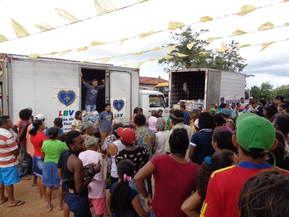 Entrega de alimentos em Alagoa Grande, na sexta-feira (19), no Brejo da Paraíba — Foto: Legião da Boa Vontade/Divulgação