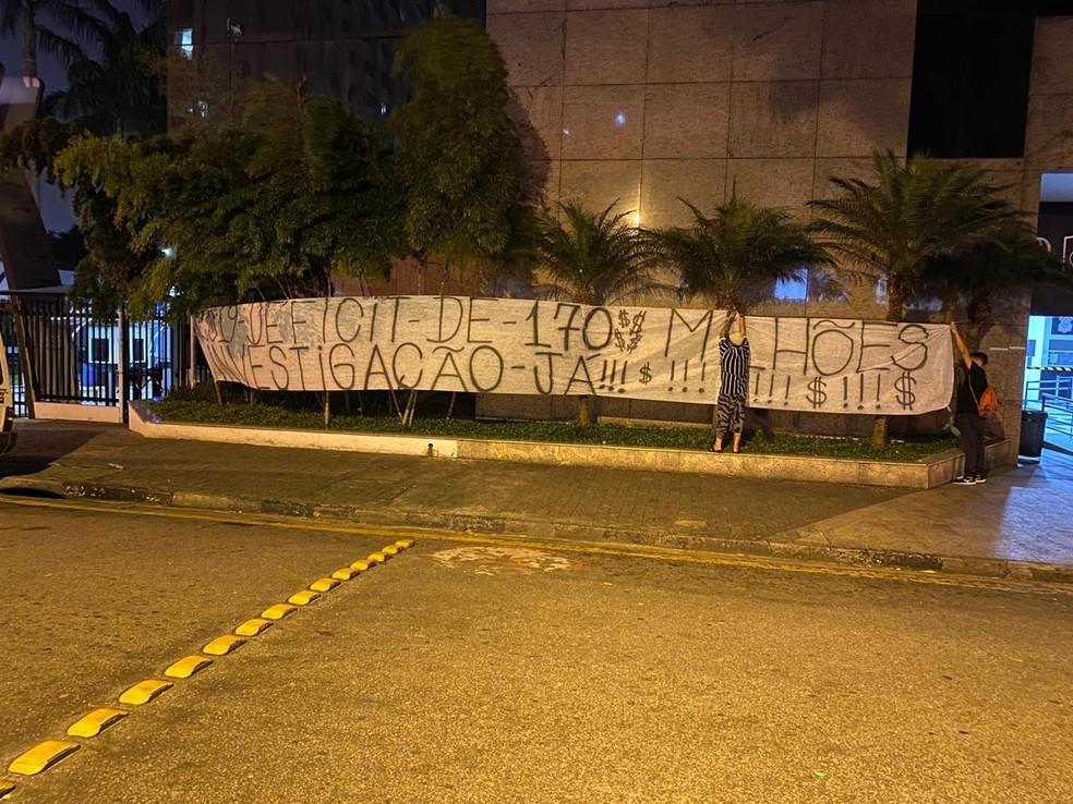 Protesto no Parque São Jorge na noite desta quarta-feira — Foto: Arquivo