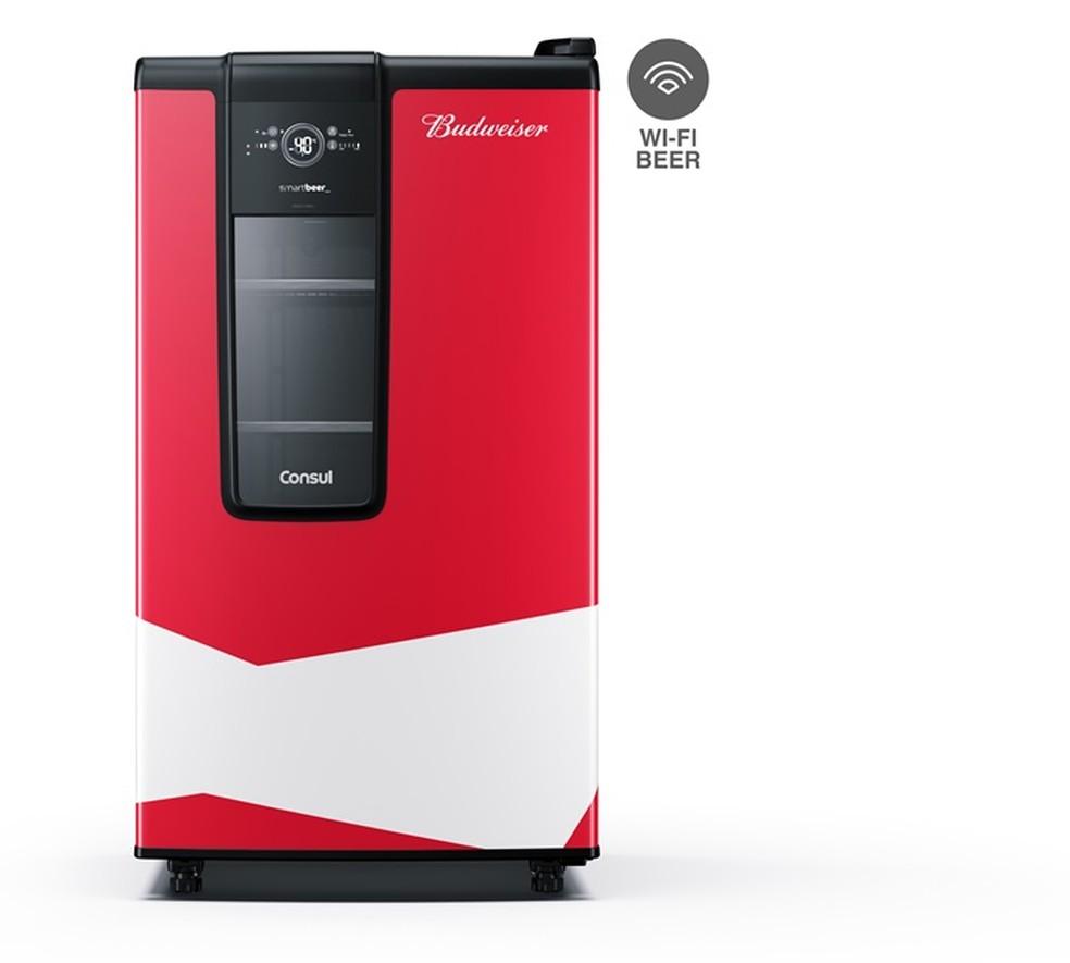 Aplicativo conectado ao equipamento controla o estoque de cerveja via Wi-Fi (Foto: Divulgação / Consul)