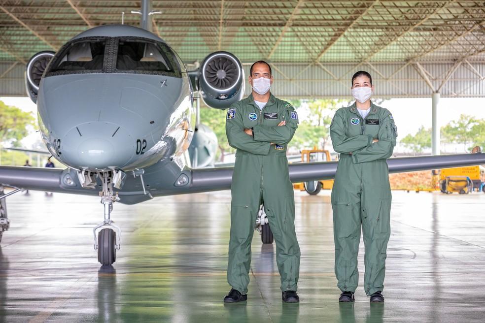 Tenente-coronel aviador Christiano Pereira Haag, 42 anos, e capitão aviadora Bruna Nascentes Teles, de 32 anos — Foto: Wilhan Campos/FAB