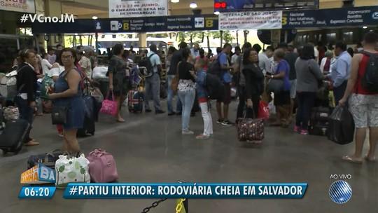 Às vésperas do São João, rodoviária tem movimento intenso e trânsito lento no entorno na manhã desta quinta-feira