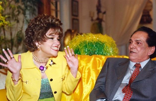 A primeira temporada do 'Zorra Total', que foi ao ar em 1999, será exibida pelo Viva. Ofélia (Claudia Rodrigues) e Fernandinho (Lúcio Mauro) estrelavam um quadro (Foto: Divulgação)