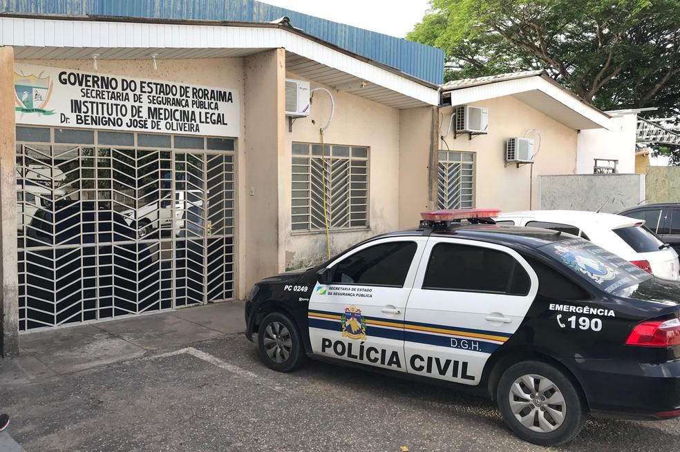 Corpo do homem foi levado ao Instituto Médico Legal (IML) — Foto: Alan Chaves/G1 RR/Arquivo