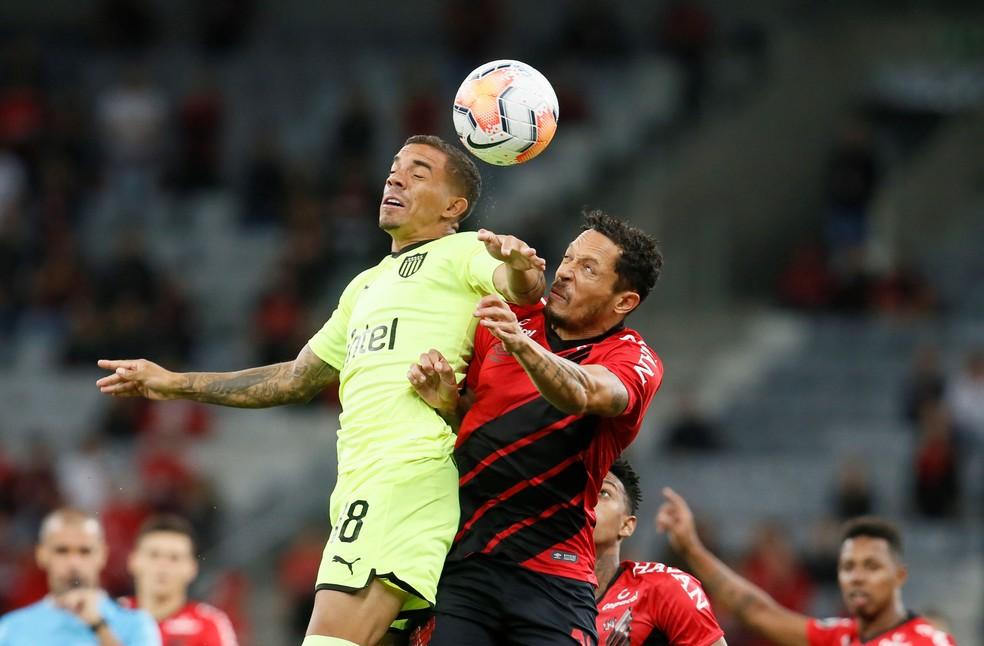 Athletico tem atuação tranquila na defesa — Foto: EFE/ Hedeson Alves