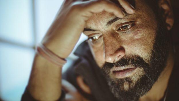 Estudos americanos e do Reino Unido apontam que 50% de faltas e licenças médicas são causados por estresse (Foto: Getty Images via BBC News Brasil)