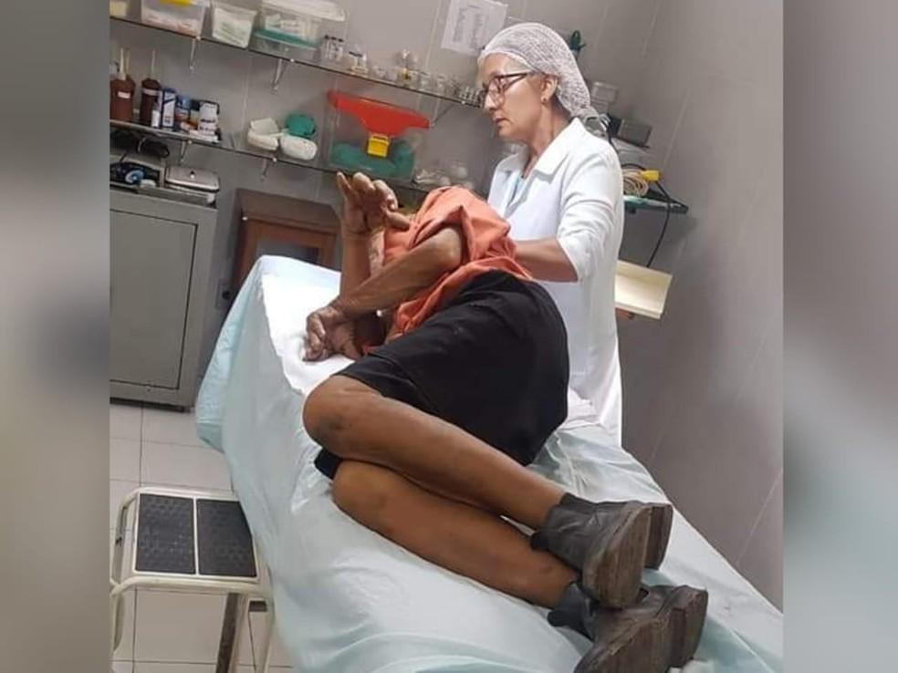 Idoso foi atendido em hospital após levada paulada na cabeça — Foto: Ronald Rodrigues/Arquivo Pessoal