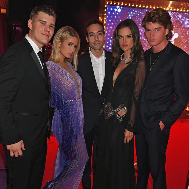 Paris Hilton, Alessandra Ambrosio e amigos (Foto: Reprodução/Instagram)