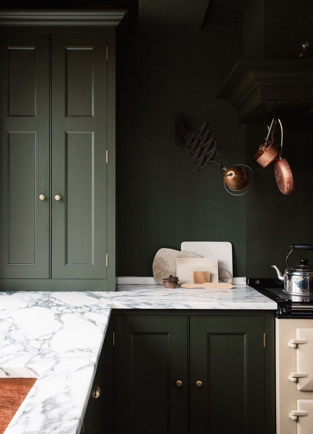 Décor do dia: Cozinha total verde escuro (Foto: Divulgação/Reprodução)