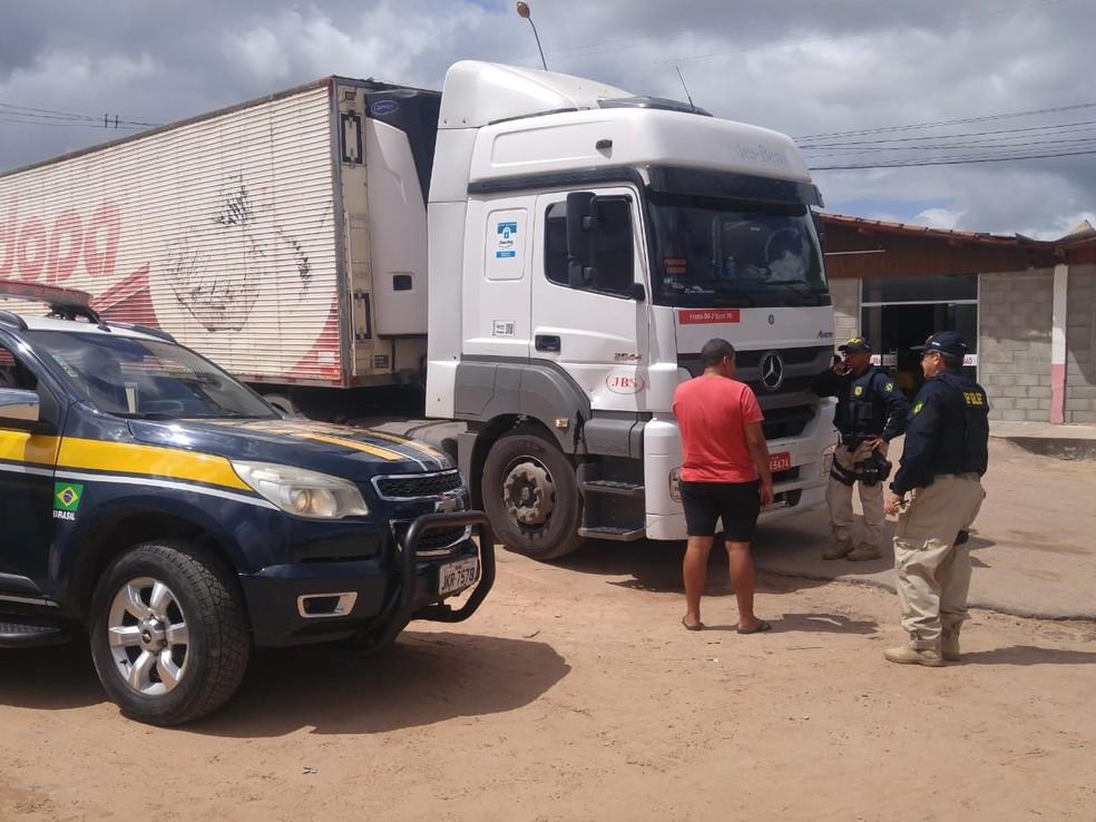Motorista de caminhão é raptado na BR-101 em Parnamirim — Foto: Polícia Rodoviária Federal/Divulgação