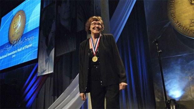 Cientista americana Helen Free, de 93 anos, revolucionou exames para diagnosticar doenças e detectar gravidez. (Foto: BBC)