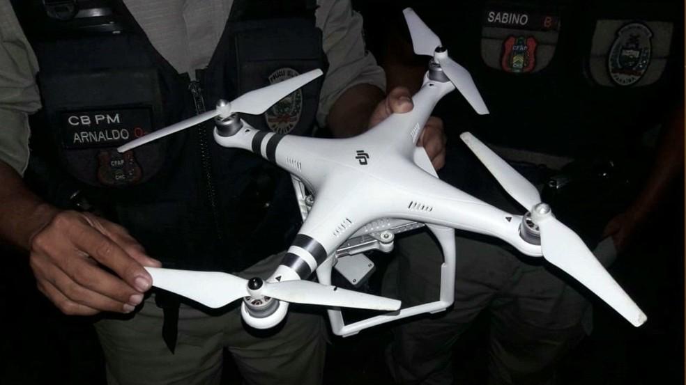 Drone foi apreendido próximo ao presídio do Róger, em João Pessoa (Foto: Reprodução/TV Cabo Branco)