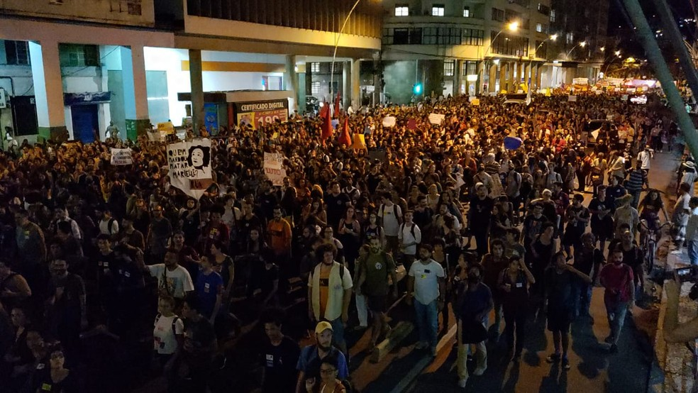 Alunos e professores participam de ato 'Eu defendo a UFF'.  — Foto: Reprodução/Marcelo Ramos