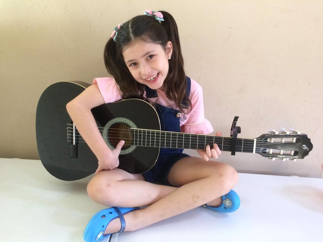 Menina de 8 anos compõe música sobre a importância do amor em tempos de pandemia; veja vídeo