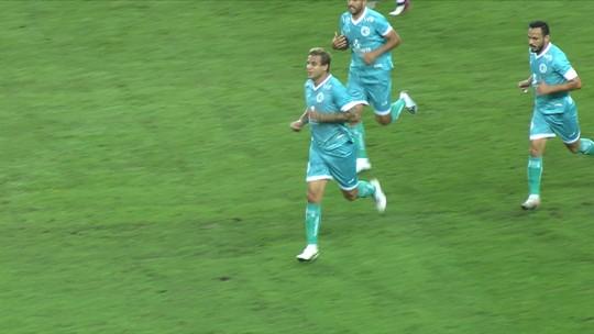 Gol do Goiás! VAR confirma gol de Rafael Moura, aos 16' do 1º tempo
