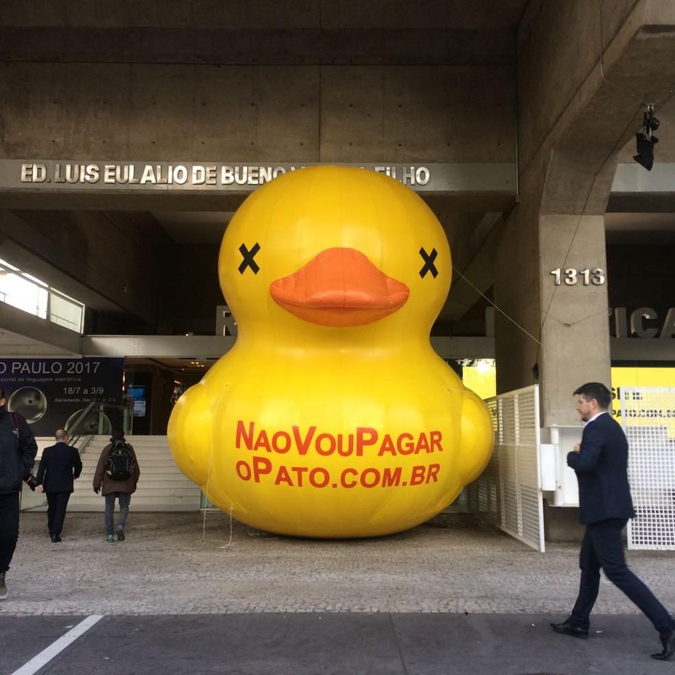 Pato contra o aumento de impostos na Fiesp (Foto: Paula Paiva Paulo/G1)