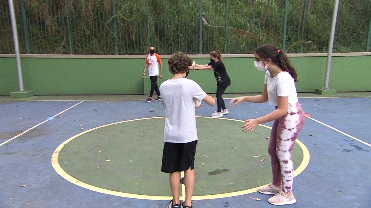 Empresa oferece atividades lúdicas para crianças em escolas e condomínios