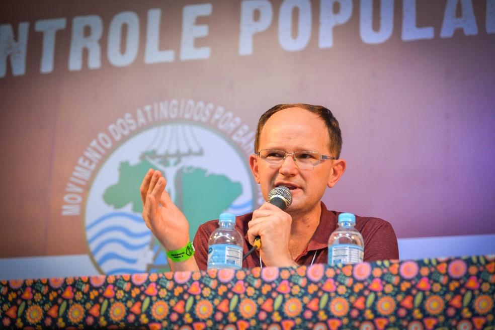 Gilberto Cervinski em palestra pelo Movimento dos Atingidos por Barragens (Foto: Joka Madruga/MAB)