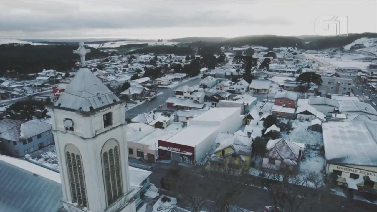 Turista do MT registra imagens de drone de Cambará do Sul coberta de neve: 'Nunca tinha visto'