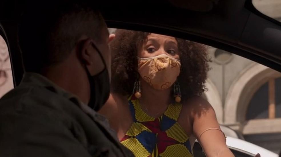 Camila confronta o atropelador — Foto: Globo