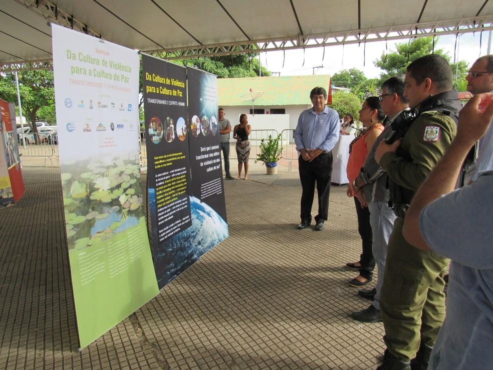Abertura da exposição da SGI sobre Cultura de Paz, em Juruti — Foto: SGI/Divulgação