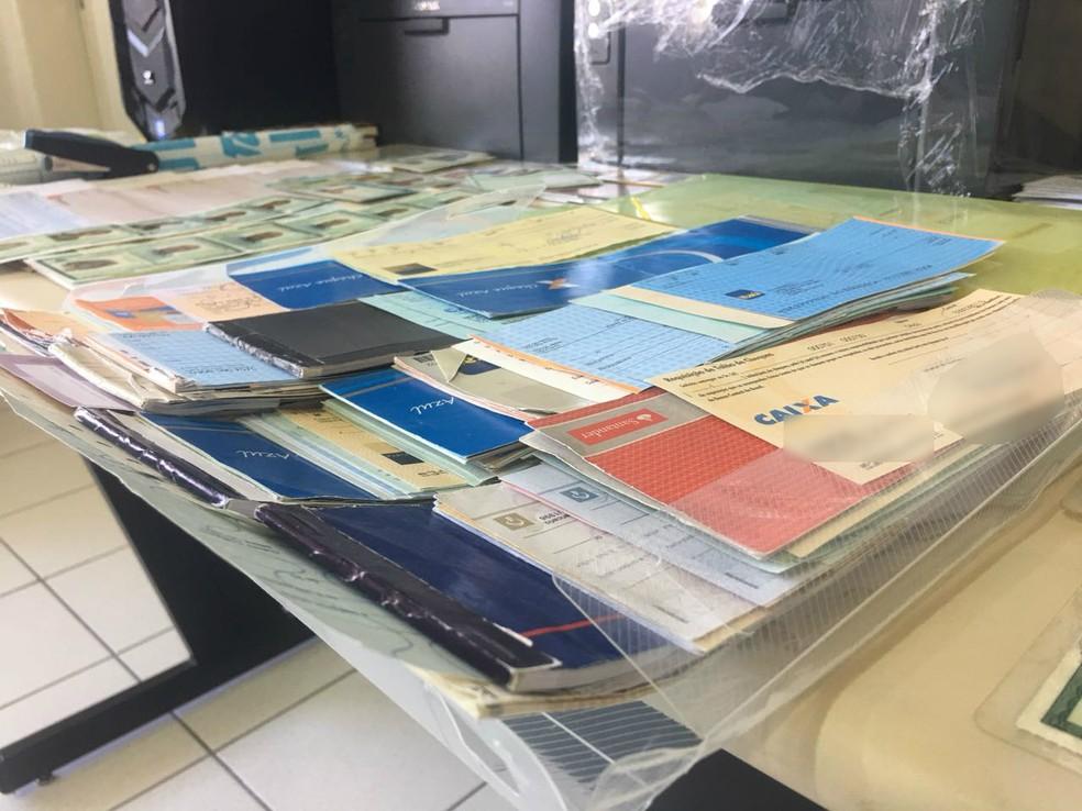 Cheques eram adulterados por desenhista, considerado o chefe da quadrilha (Foto: Polícia Civil/Divulgação)