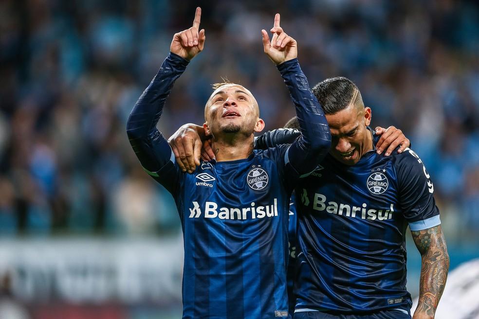 Everton voltou e fez gol na goleada sobre o Vitória (Foto: Lucas Uebel/Divulgação)