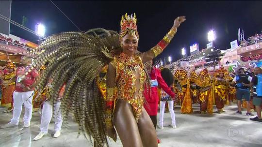 Kamila Reis é a rainha de bateria da Porto da Pedra