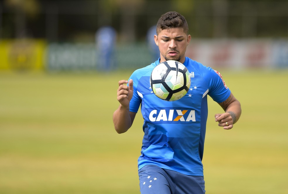 ... Judivan voltou a ser relacionado pelo Cruzeiro — Foto  Washington  Alves  Light Press 10a5db1b66d9e