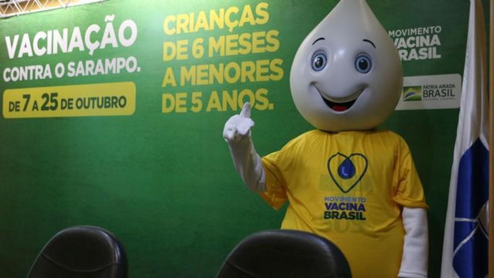 Campanha de vacinação do Ministério da Saúde; taxas de imunização têm caído a níveis preocupantes no país — Foto: VALTER CAMPANATO/AG BRASIL