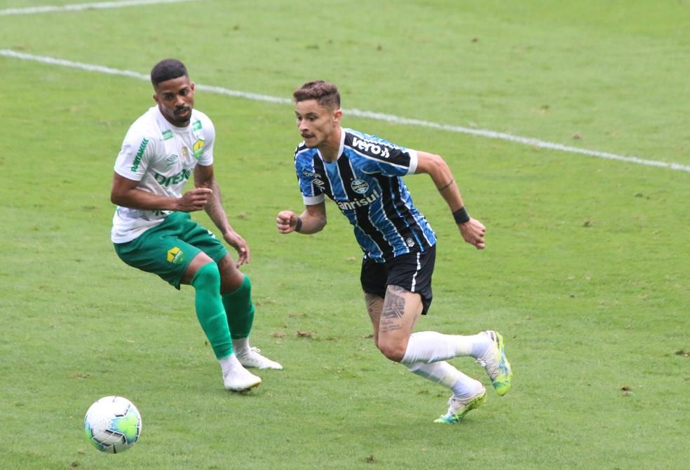 Diogo Barbosa em vitória do Grêmio — Foto: Eduardo Moura