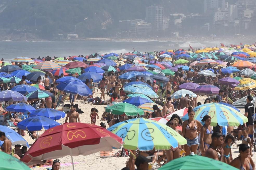 Areias de Ipanema lotadas neste domingo (6)  — Foto: Gabriel Bastos/Futura Press/Estadão Conteúdo