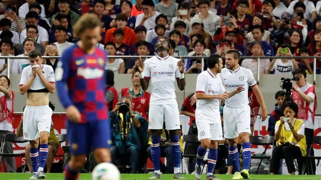 Griezmann lamenta enquanto Abraham comemora primeiro gol do Chelsea