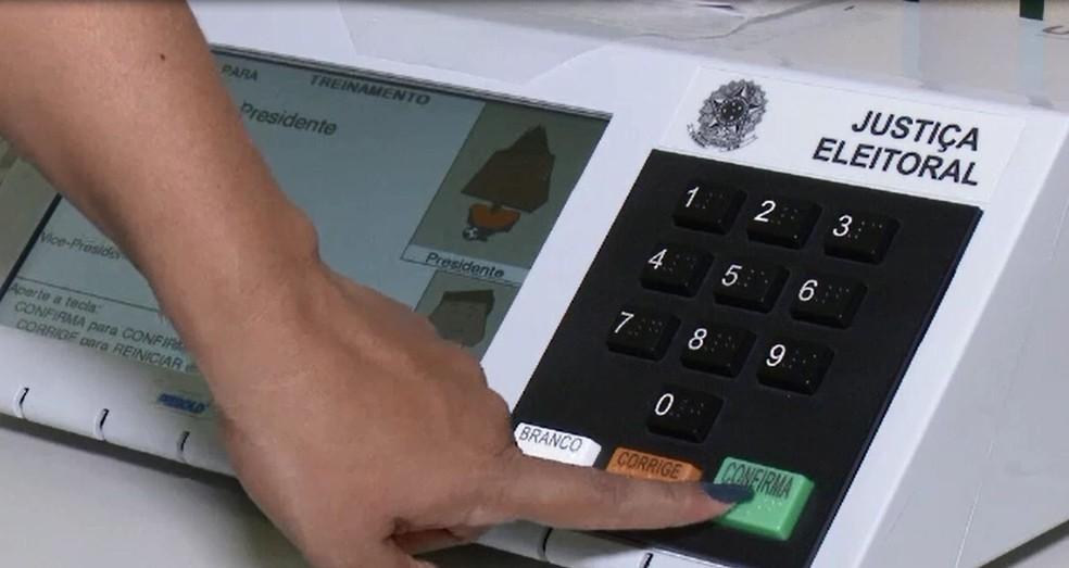 Urna eletrônica é testada pela Justiça Eleitoral — Foto: Reprodução