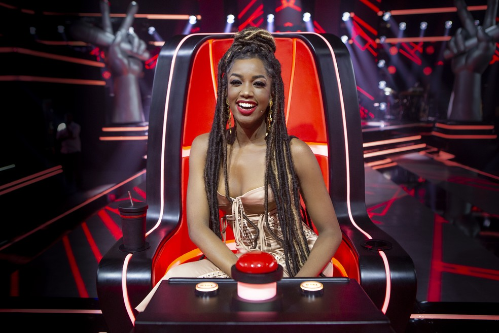 IZA na cadeira do The Voice Brasil — Foto: Isabella Pinheiro/Gshow
