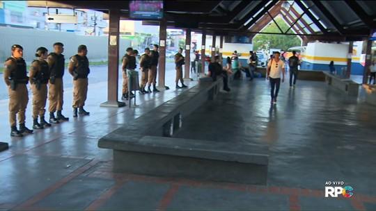 Polícia faz fiscalização no maior terminal de ônibus de São José dos Pinhais