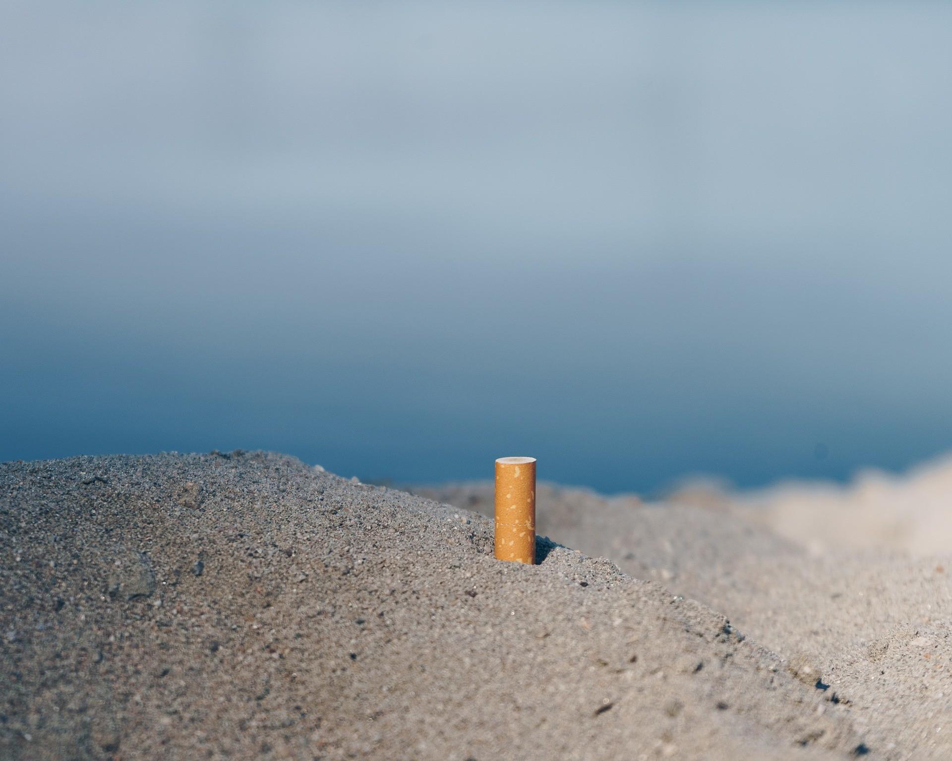 Bitucas de cigarro, tampas de garrafa, canudinhos: os 10 itens mais encontrados nas praias do Brasil pela ONU