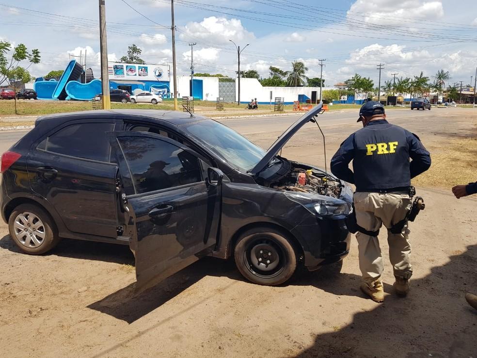 Carro foi apreendido pelos policiais rodoviários durante uma abordagem de rotina na BR-316 em Santa Inês — Foto: Divulgação/Polícia Rodoviária Federal