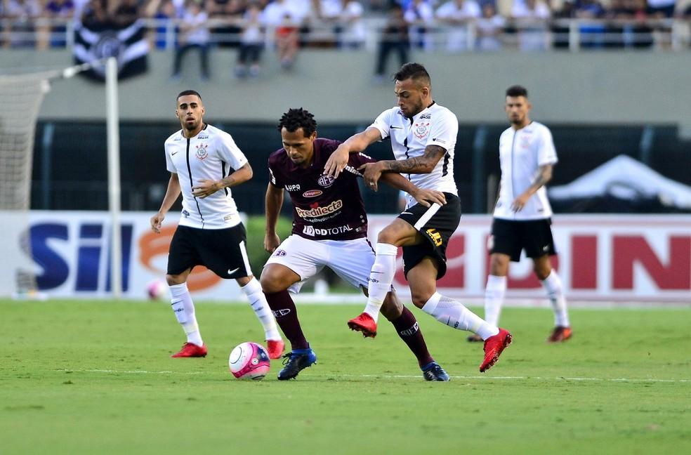 ... Ferroviária e Corinthians durante a primeira rodada do Paulistão de  2018  agora, colegas de b366f8ae16