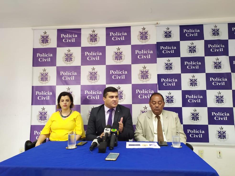 Suspeito e informações sobre o caso foram apresentados em coletiva de imprensa, nesta sexta — Foto: Maiana Belo/G1 Bahia