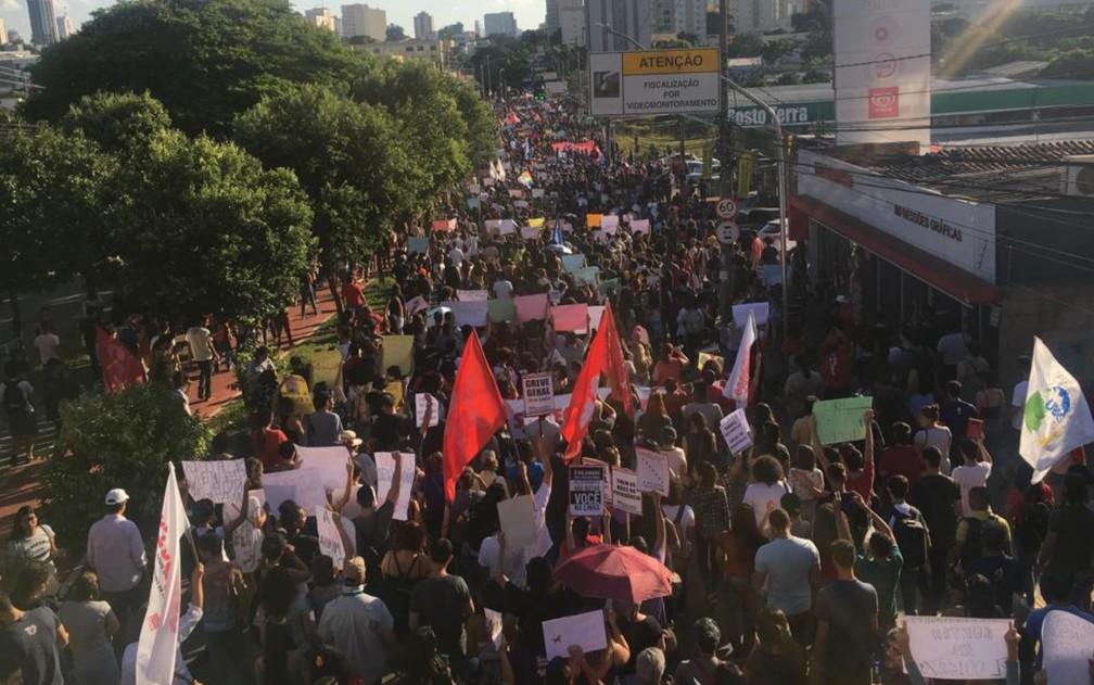 Protestos nas ruas de Goiânia (GO) — Foto: Rodrigo Gonçalves/G1
