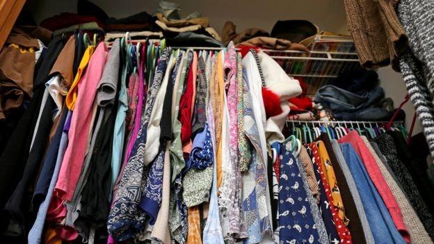 O consumismo pode levar à acumulação (Foto: GETTY IMAGES/BBC News Brasil)