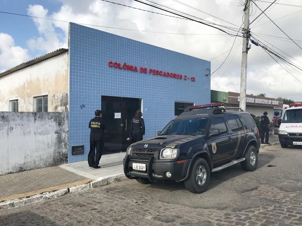 Policiais federais cumpriram mandados de busca e apreensão em uma colônia de pescadores em Tibau do Sul, no litoral Sul potiguar (Foto: PF/Divulgação)